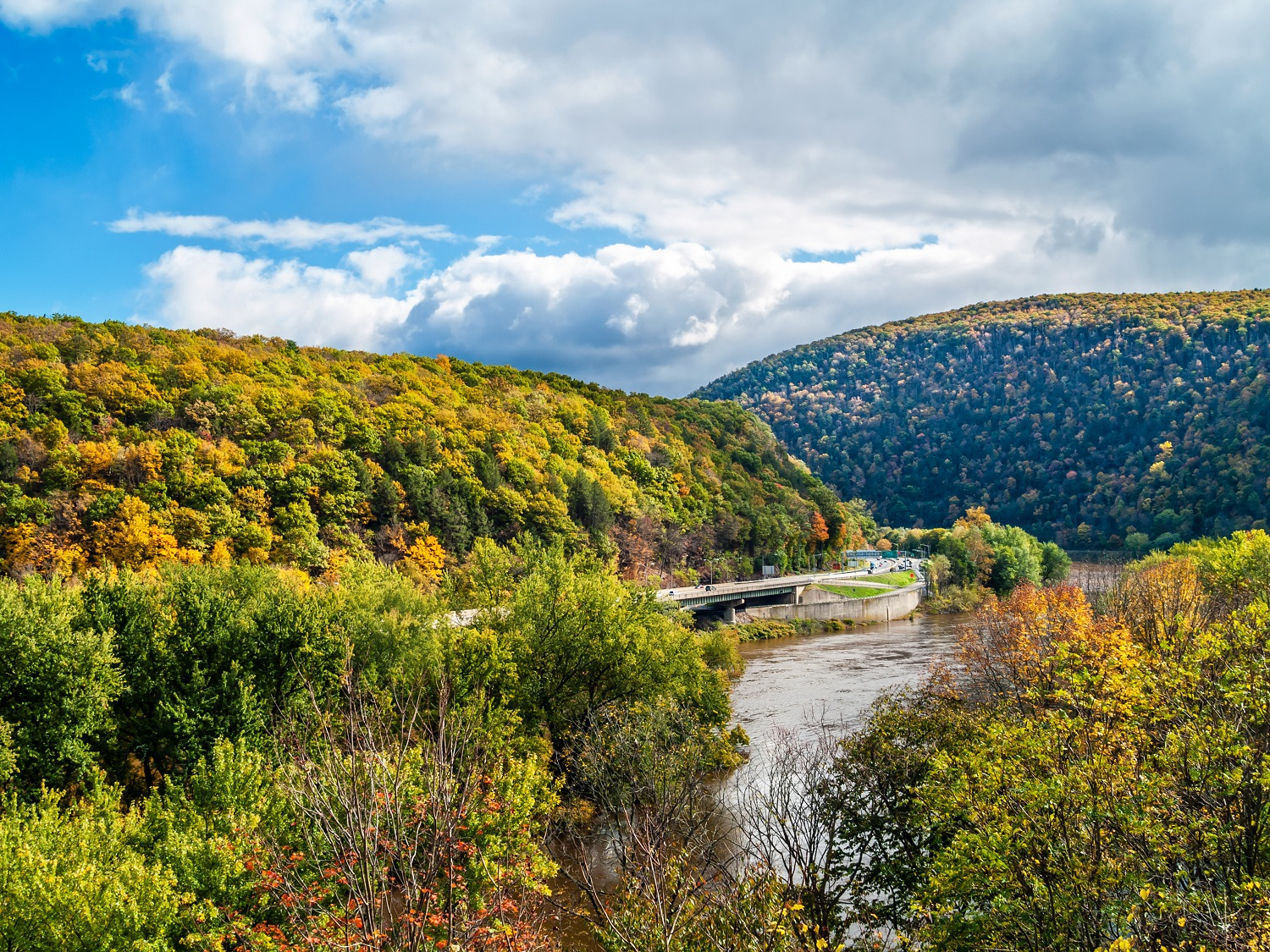 The Delaware Scenic Byway runs along the Pennsylvania border